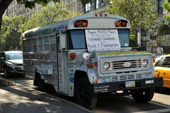 NYC:  The Kindness Bus. An old school bus dubbed the Kindness Bus Tour covered with signs and slogans on its 4,000 mile ride to honour wounded warriors, police Stock Images