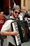 NYC: Klezmer-Akkordeon-Spieler an Chinatown-Festival Lizenzfreie Stockfotografie