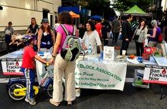 NYC: La gente al blocco giusto Fotografia Stock