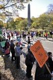 NYC le 7 novembre : Les foules encouragent les turbines 2010 de marathon Photos libres de droits