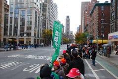 2014 NYC-Marathonansicht über 1. Allee - japanisches Zeichen Stockfotos