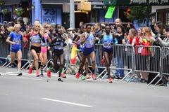 2017 NYC maraton - elita kobiety zdjęcia stock