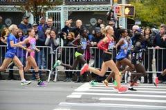 2017 NYC maraton - elita kobiety fotografia royalty free