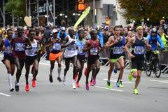 2017 NYC maraton - mężczyzna elita lidery zdjęcia royalty free