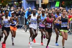 2017 NYC maraton - mężczyzna elita lidery fotografia royalty free