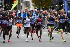 2017 NYC maraton - mężczyzna elita lidery fotografia stock