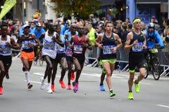 2017 NYC maraton - mężczyzna elita lidery obraz stock