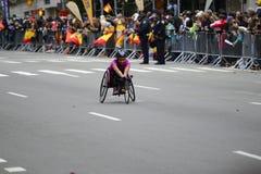 2017 NYC maraton - wózek inwalidzki kobieta Fotografia Royalty Free