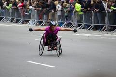 2017 NYC maraton - wózek inwalidzki kobieta Obrazy Stock