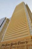 NYC - mire para arriba El edificio de New York Times Fotos de archivo