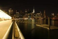 NYC-nattsikt från Pier6, Arkivbilder