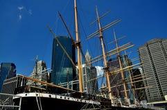 NYC: Nave alta Pechino al porto marittimo del sud della via Immagini Stock Libere da Diritti