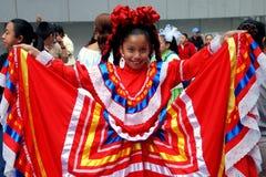 NYC: Niña en el desfile mexicano imagen de archivo