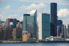 NYC: Ostseiten-Skyline und UNO-Gebäude lizenzfreies stockbild