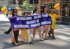 NYC: Parada internacional da fundação dos imigrantes Fotos de Stock