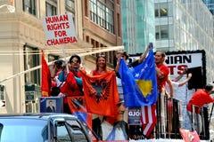 NYC: Parata internazionale del fondamento degli immigranti Immagini Stock Libere da Diritti
