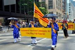 NYC: Parata internazionale del fondamento degli immigranti Fotografie Stock