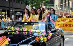 NYC: Parata internazionale del fondamento degli immigranti immagine stock