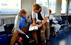 NYC: Podróżnicy na JFK powietrza pociągu Fotografia Royalty Free
