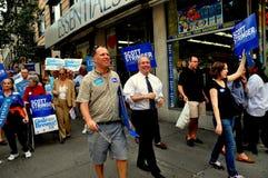 NYC: Politici die voor Politiek mandaat een campagne voeren Stock Foto's