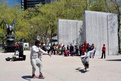 NYC: Przerwa tancerze w Bateryjnym parku Fotografia Stock