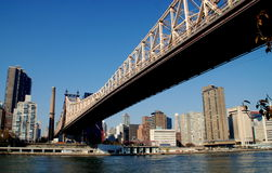 NYC: Queensboro Bridge u. Ost-Sice-Skyline Lizenzfreie Stockfotografie