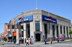 NYC: Querneigung des Kapital-eins in den Königinnen Lizenzfreies Stockbild