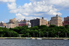 NYC: Riverside Drive Luxury Apartments & Park Stock Photography