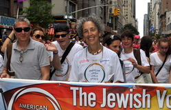NYC: Ruth Messinger wmarsz w Homoseksualnej dumy paradzie Obraz Royalty Free