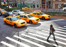 nyc s taxar yellow Arkivbilder