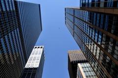NYC: Seste torrette corporative di vetro del viale fotografia stock