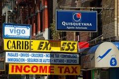 NYC : Signes espagnols d'affaires de Harlem Image libre de droits