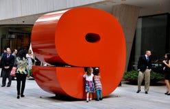 NYC: Skulpturen #9 på västra 57th gata 9 Arkivfoton