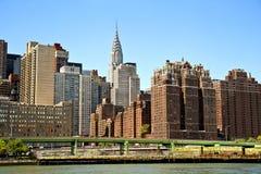 NYC Skyline, die das Chrysler-Gebäude kennzeichnen Lizenzfreie Stockfotografie