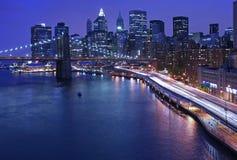 NYC Skyline und FDR-Verkehr Stockfoto