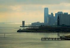 NYC-Skyline unter Sonnenstrahlen Lizenzfreies Stockfoto