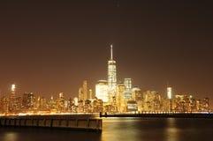 NYC som är i stadens centrum på natten Royaltyfri Foto