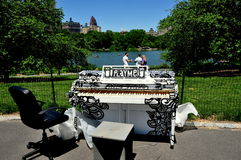 NYC:  Spela mig pianot i Central Park Royaltyfria Bilder