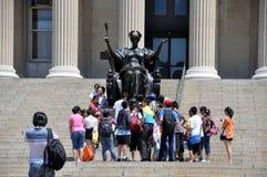 NYC: Statua di Alma Mater all'Università di Columbia Fotografia Stock Libera da Diritti
