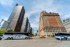 NYC-Straatverkeer en Gebouwen Stock Foto's