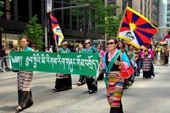 NYC: Tibetanos que marchan en desfile de los inmigrantes Foto de archivo libre de regalías