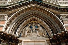 NYC: Tímpano da igreja de StAloysius Foto de Stock