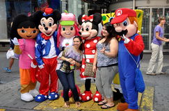 NYC: Tourists with Cartoon Characters Royalty Free Stock Photography