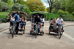 NYC: Três Pedicabs em Central Park fotos de stock royalty free