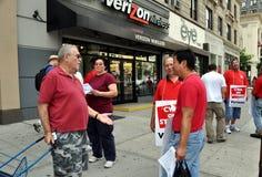 NYC: Trabajadores de pulso del teléfono de Verizon Fotos de archivo libres de regalías