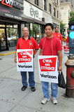 NYC: Trabajadores de pulso del teléfono de Verizon Fotos de archivo