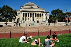 NYC : Étudiants et la bibliothèque de l'Université de Columbia Image libre de droits