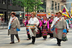 NYC: Tybetańscy maszerujący przy imigrant paradą Zdjęcie Royalty Free