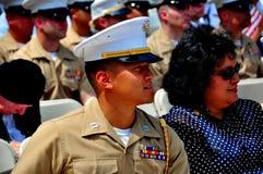 NYC: U S Marinesoldat an Memorial Day -Service Lizenzfreie Stockfotos