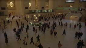 NYC Central Station. People on the crowded floor of New Yorks historic Union Station train station stock video